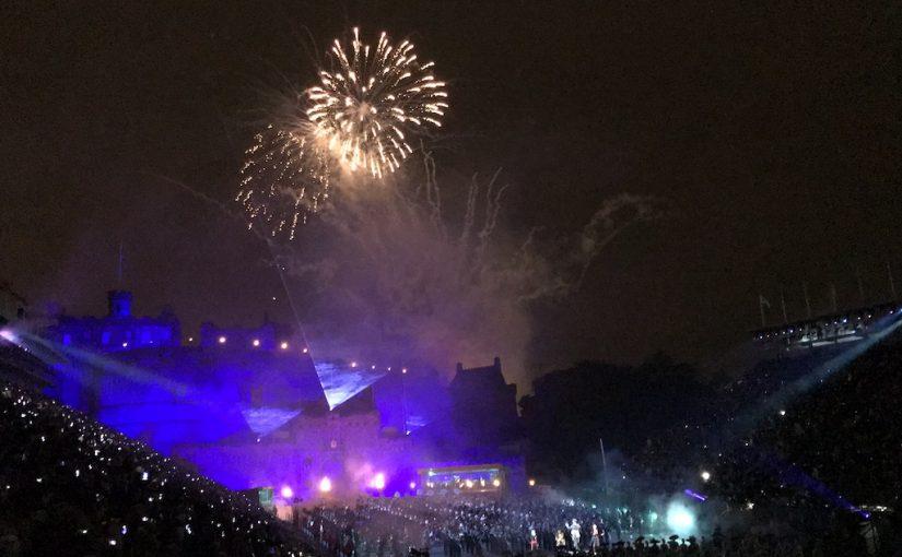 "Schottland-Reisetagebuch: Tag 2 – Das Royal Edinburgh Military Tattoo 2018<span class=""calc_read_time_shower_title_span"">4 Min. Lesezeit (ca.)</span>"